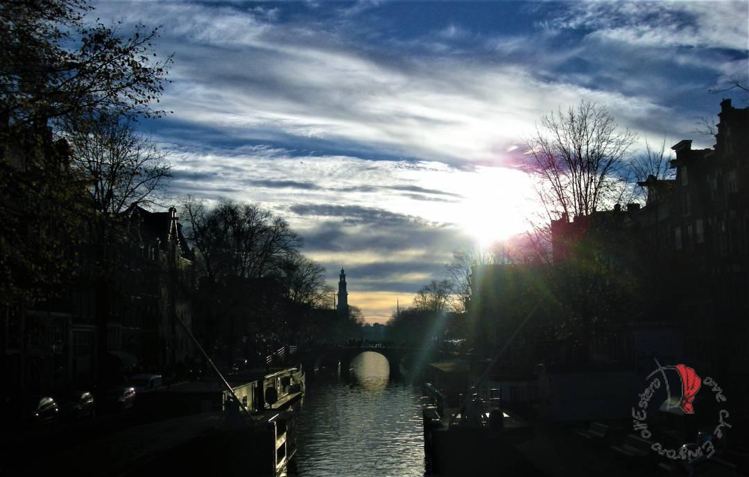 Amsterdam-tramonto-canali