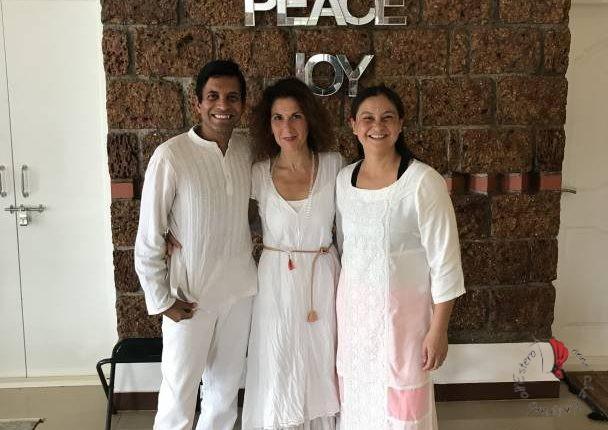 Katia tra Guruji e Peewee il giorno della cerimonia del diploma