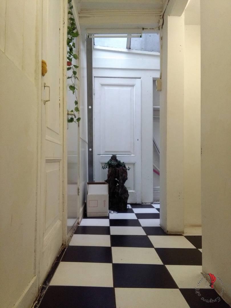l'interno di una casa storta olandese