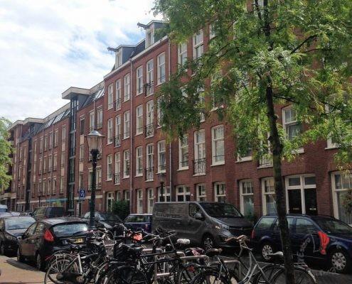 una tipica casa olandese vista da davanti