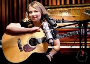 Lene-Marlin-guitar