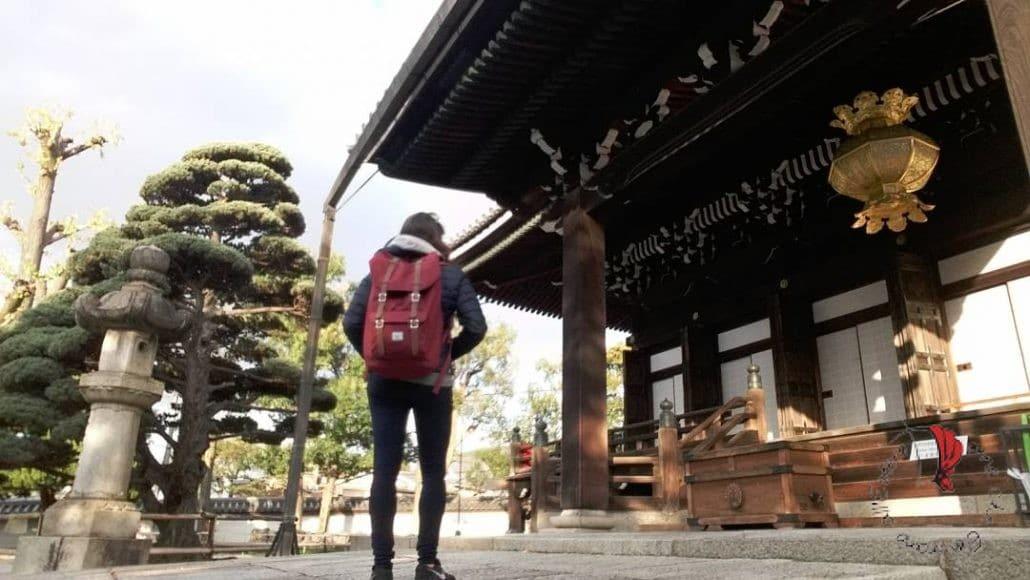 ragazza-zaino-tempio
