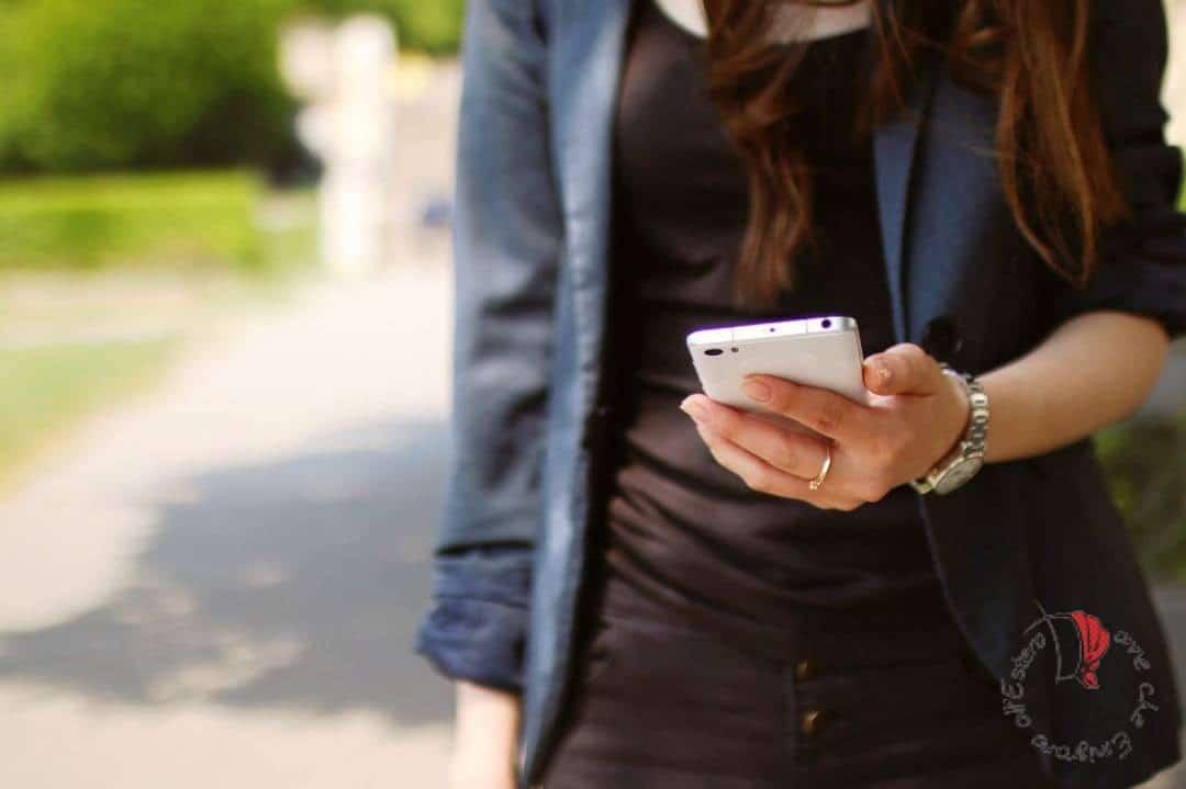 ragazza-telefono-app