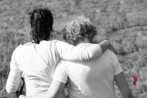 madre-figlia-abbraccio