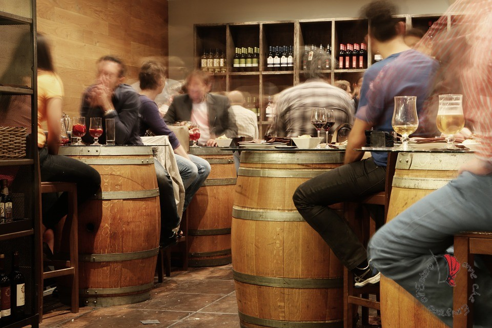 interno-bar-affollato