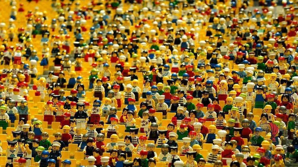 lego-persone-folla