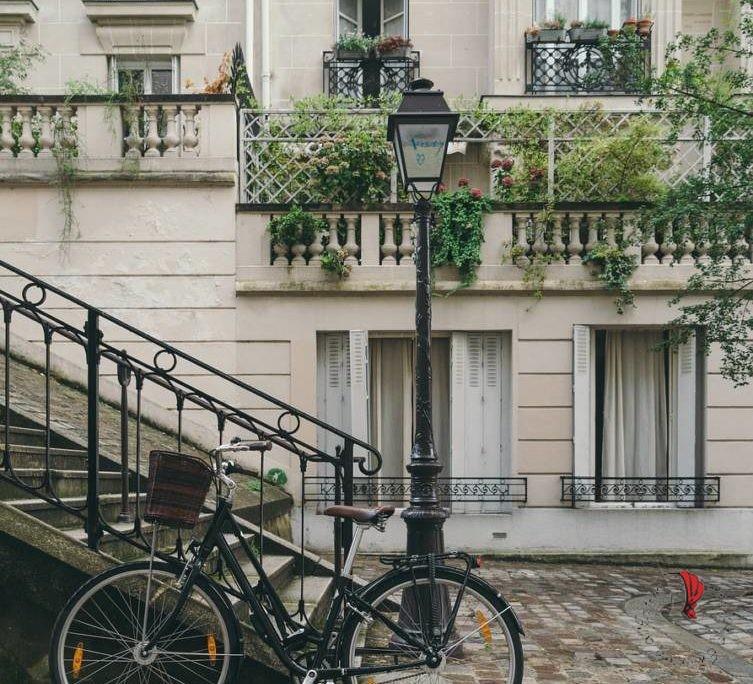 bicicletta-lampione-strada