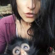valentina selfie con scimmia