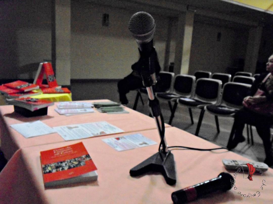 formigine microfono e libro