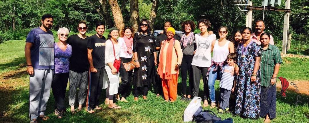 Lo staff della fondazione di Kevala ed il gruppo di insegnanti del corso