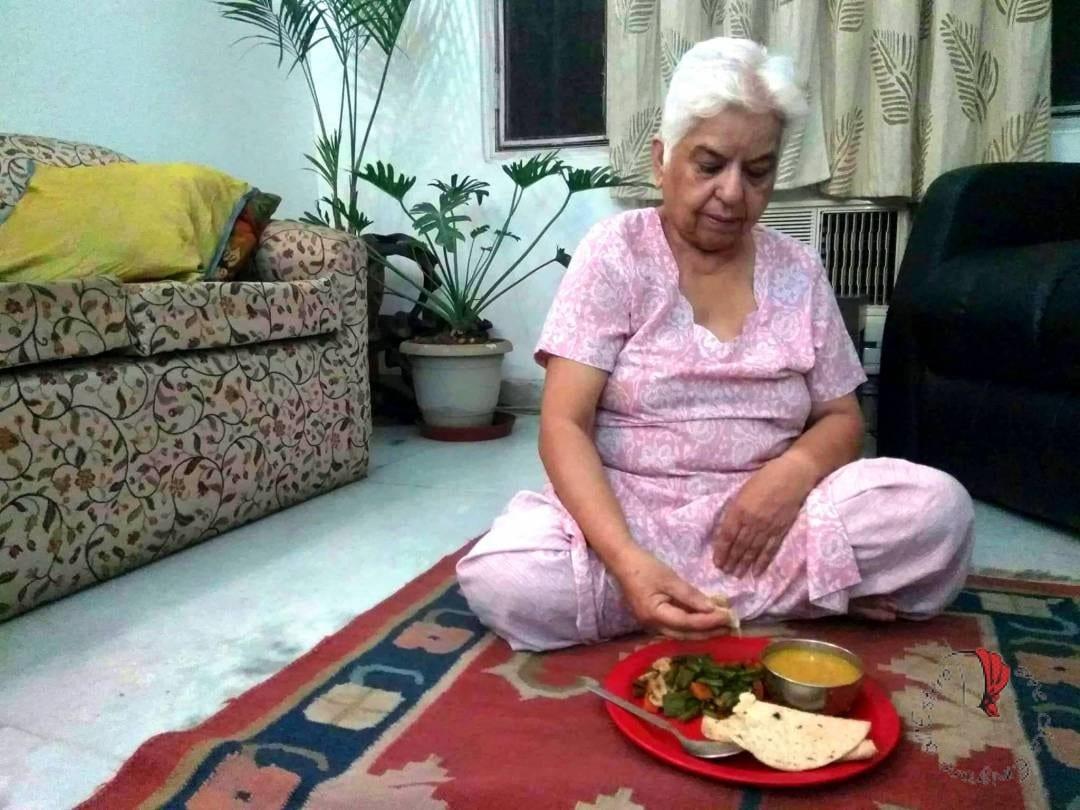 mangiare-pavimento-usi-indiani