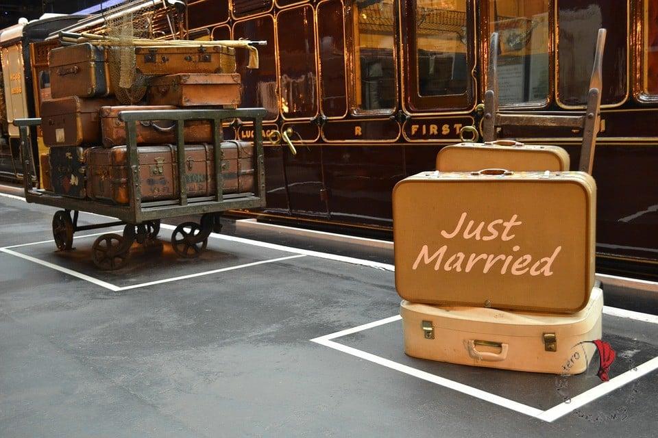 viaggio-nozze-valigia