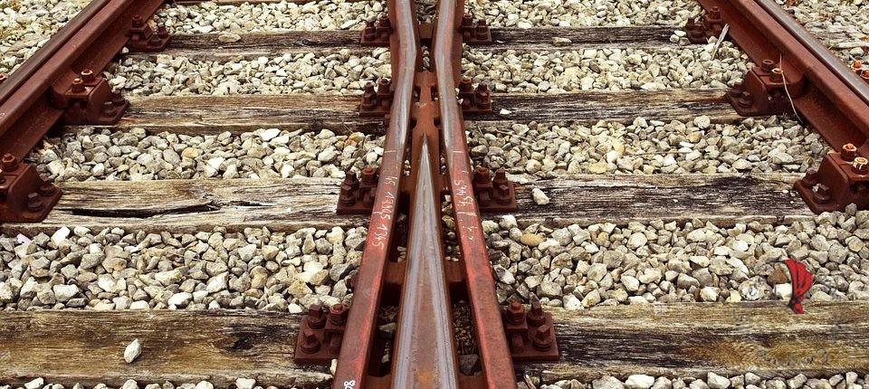 binari-treno-bivio
