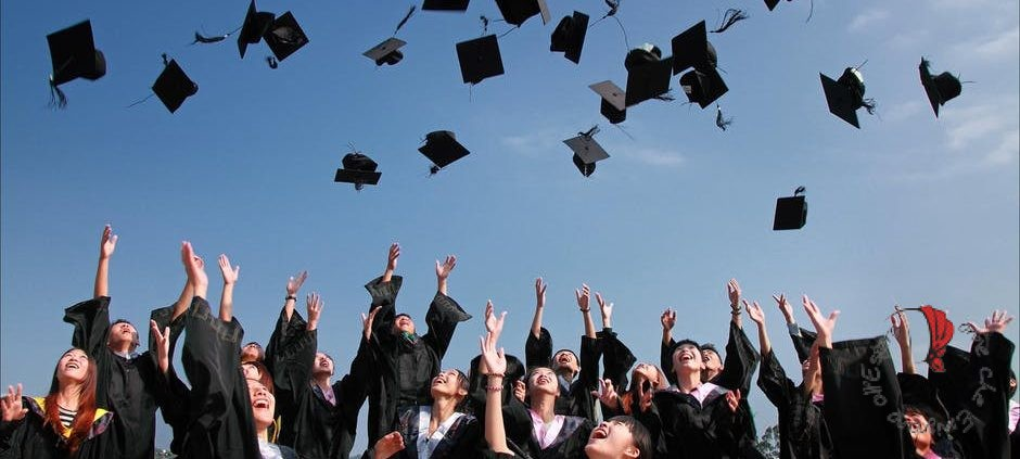 ragazzi-celebrazione-laurea