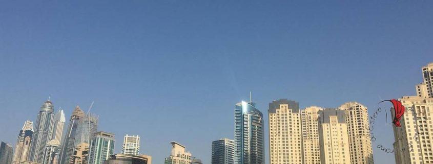 panorama-dubai-grattacieli-cammelli