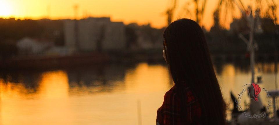 tramonto-ragazza-profilo