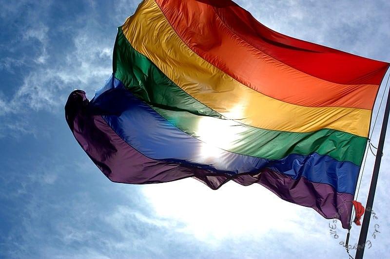 bandiera-arcobaleno-cielo