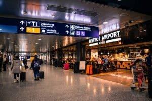 aeroporto-partenze-olanda-mamma