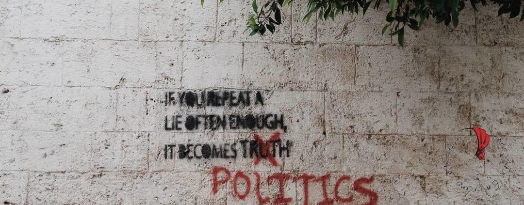 scritta-muro-politica