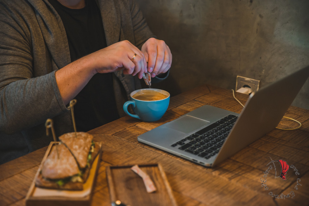caff-computer-ragazza