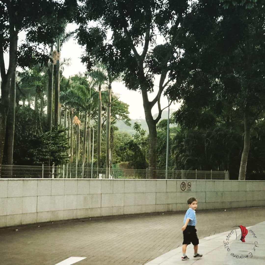 bambino-cammina-felice