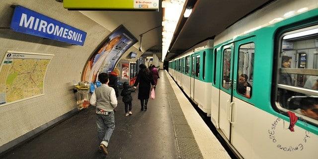 metro-parigi-persone