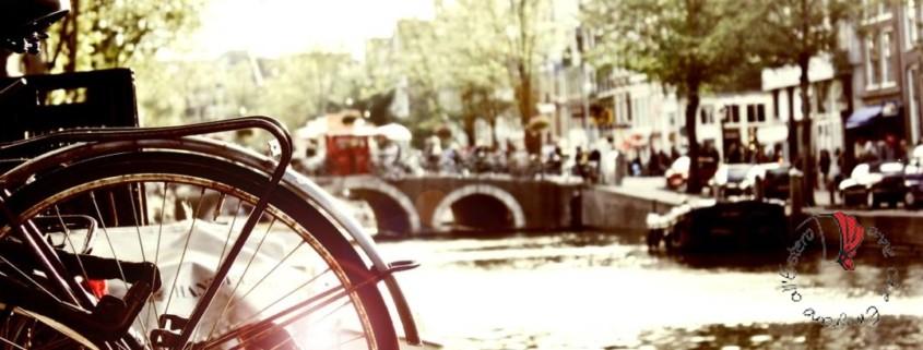 Amsterdam-canale-bicicletta