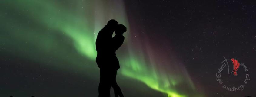 sagoma-coppia-aurora-boreale