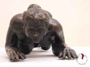 statua-donna-strisciante