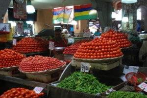 pomodori-mercato-colori
