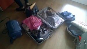 valigie-sul-pavimento