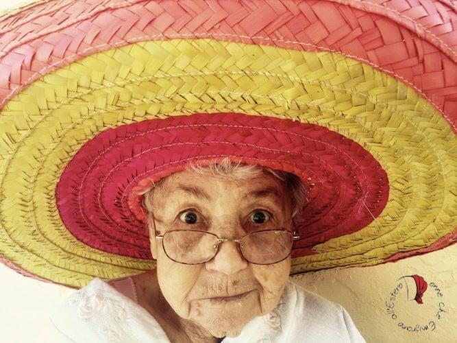 nonna-con-sombrero