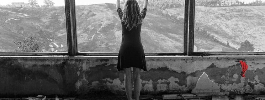 donna-finestra