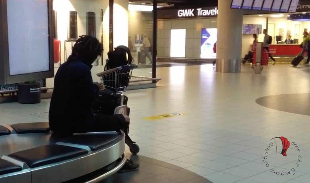 viaggiatore-solitario-aeroporto
