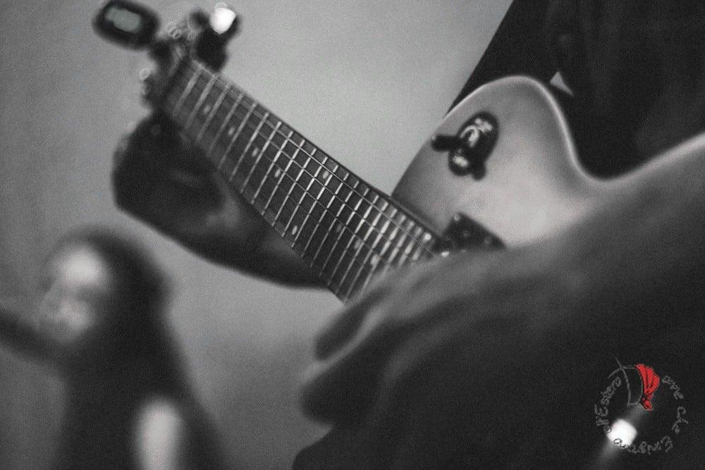 chitarra-bianco-nero