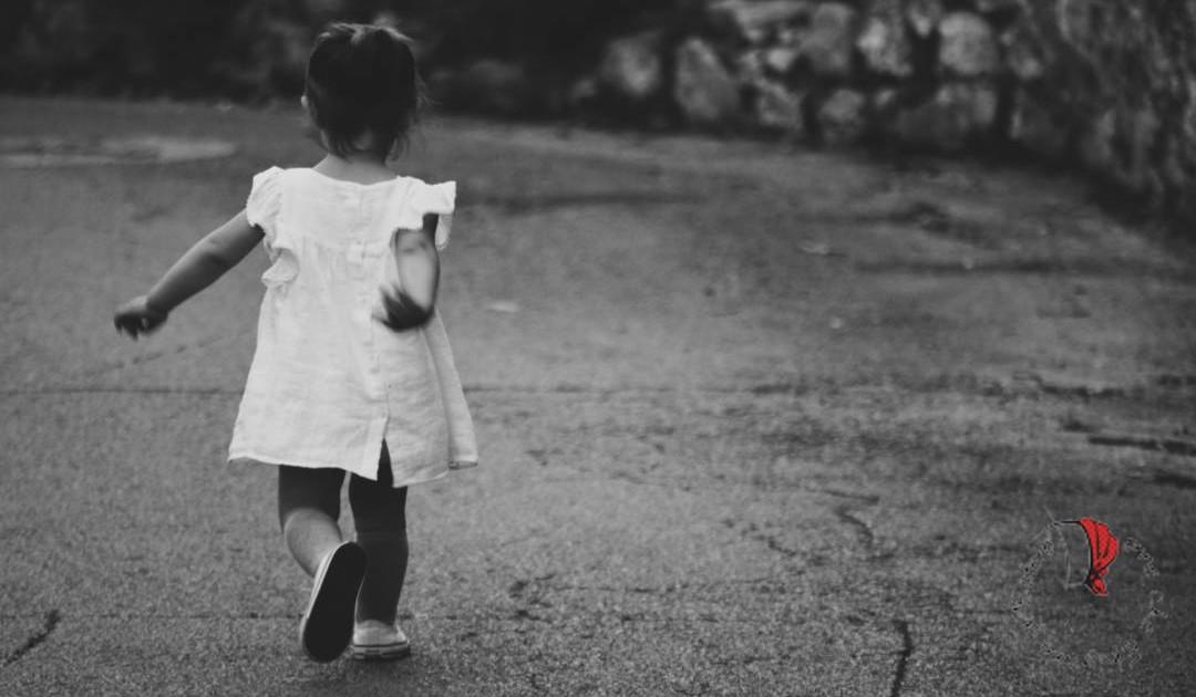 bambina-cammina