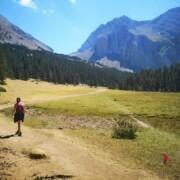 Camminare-sentiero-montagna