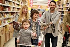 famiglia-monolingue-supermercato