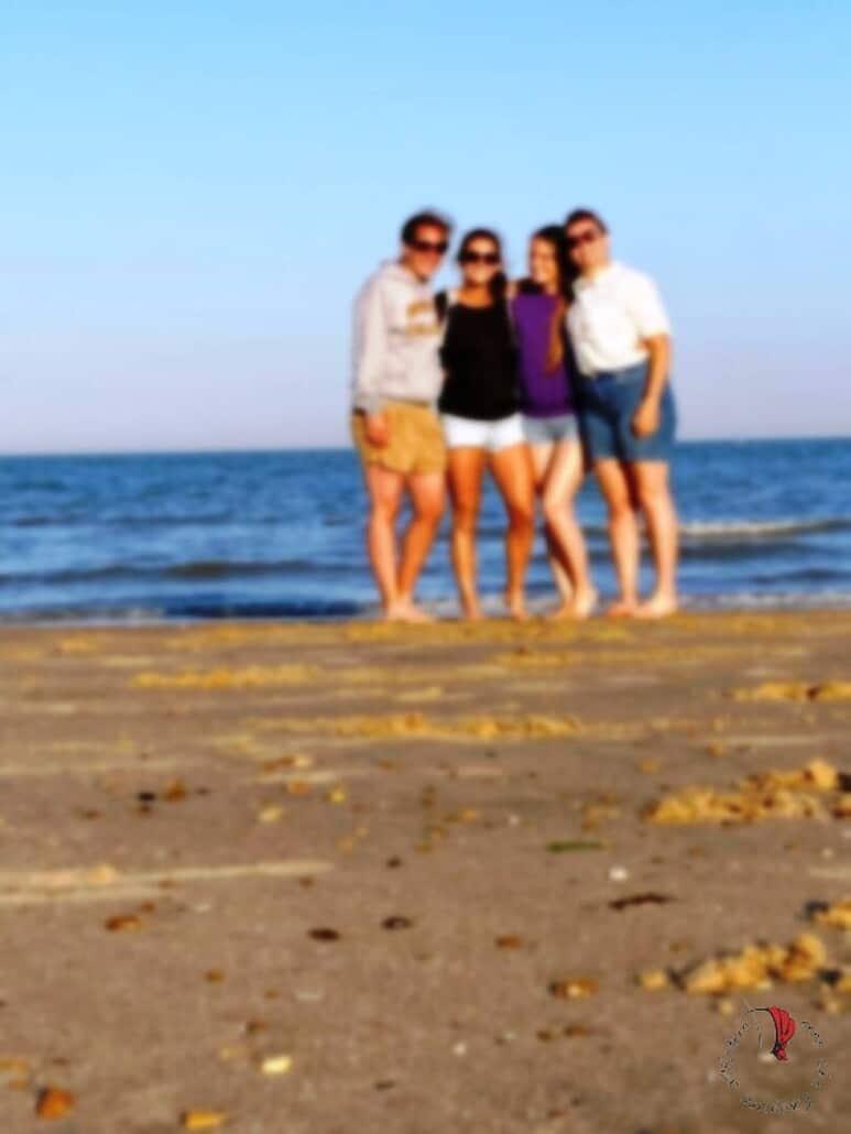amici-spiaggia-dopo-lockdown-inglese