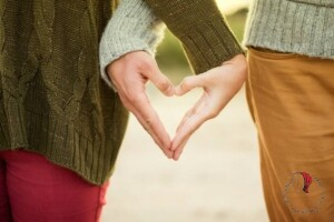 mani-forma-cuore-innamorati