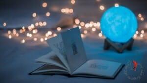 libro-aperto-sul-letto
