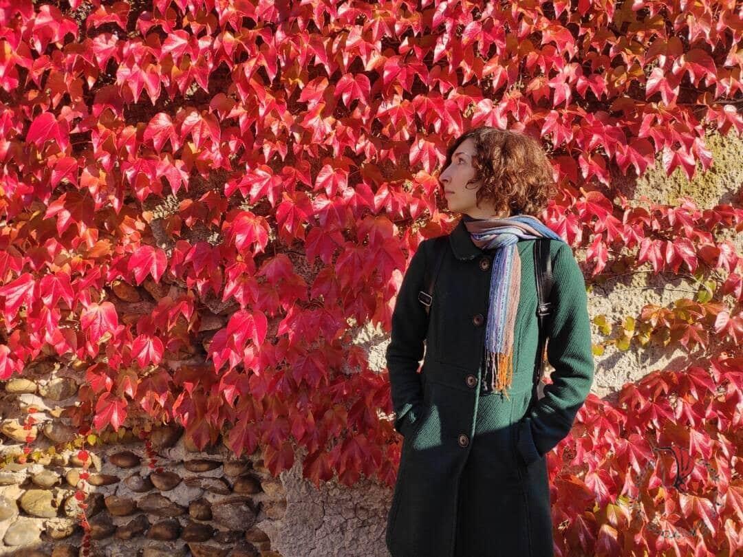 ragazza-foglie-autunno