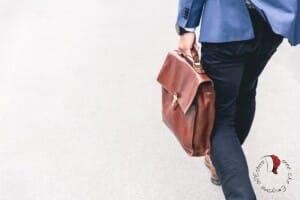 licenziata-uomo-valigia